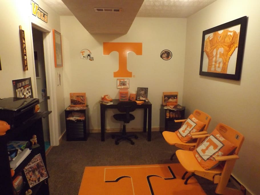 Tennessee themed office