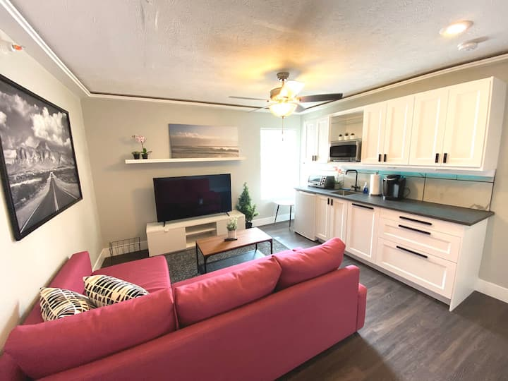 6A - BoHo Modern Apartment in Downtown Omaha
