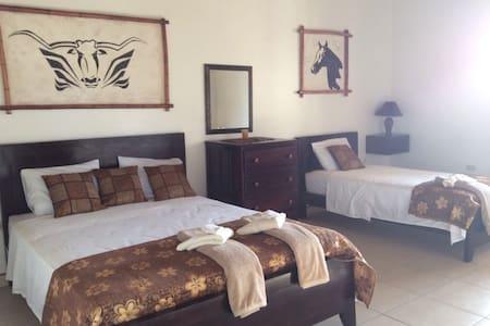 Room J @ Playa Las Comadres - Ház