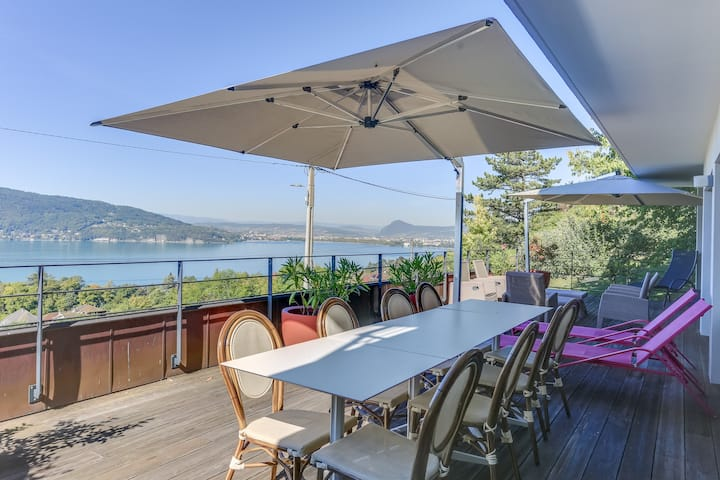 The Clos du Lac: Villa with view on the lake
