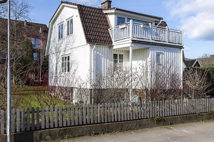 Båstad central house with Scandi charm and style