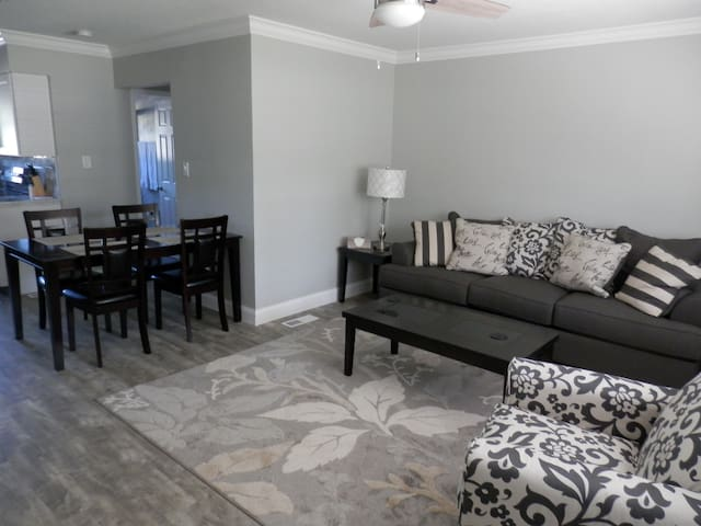 Downtown Clayton Blue Moon Vacation Rentals #101