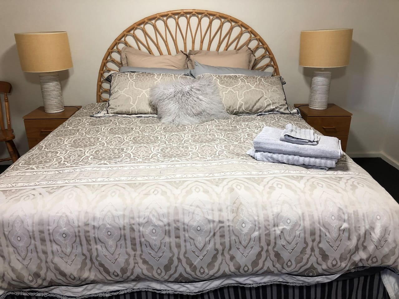 A king size bed with a brand new quality mattress will guarantee a comfortable sleep.