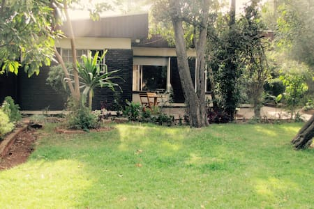 large room in beautiful villa +big garden - Addis Ababa - Hus