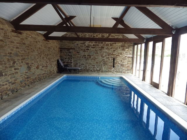 Bramble Cottage, cosy cottage with indoor pool