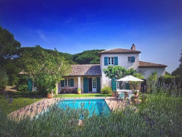 Beautiful traditional 6 air conditioned bedroom Provencale Villa in Saint Tropez Ramatuelle nested in the Pinetree forest of the Cap Camarat 15-20mn walk to Pamplonne beach with large south facing heated pool