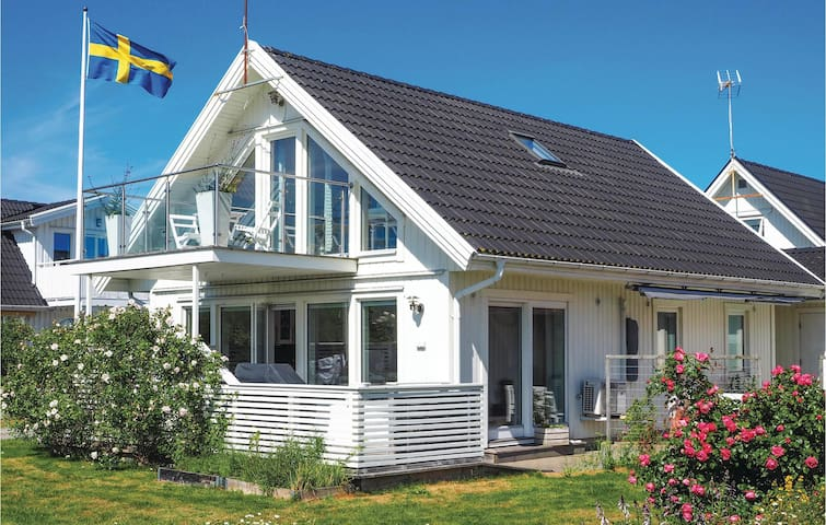 Holiday cottage with 3 bedrooms on 95m² in Klövedal