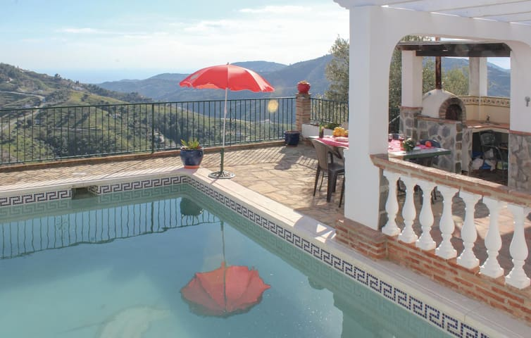 Semi-Detached with 2 bedrooms on 52 m² in Frigiliana