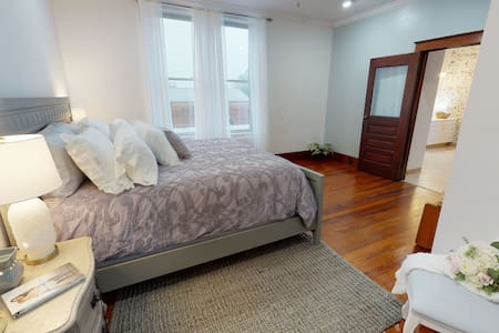 Comfortable and stylish one bedroom aptartment.