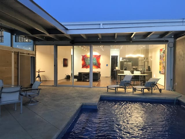 Luxury Home a City Oasis in Heart of Dallas