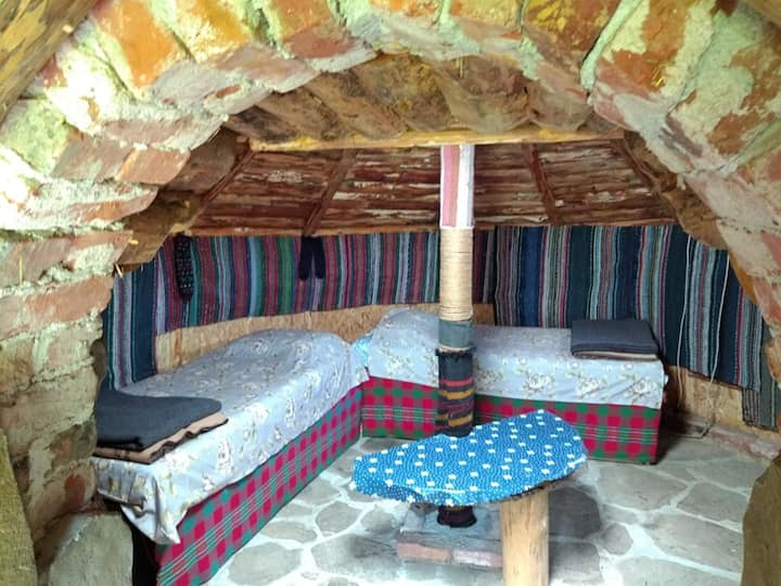 Yablanitsa Balkan Huts - 2 Guests (2 single beds)