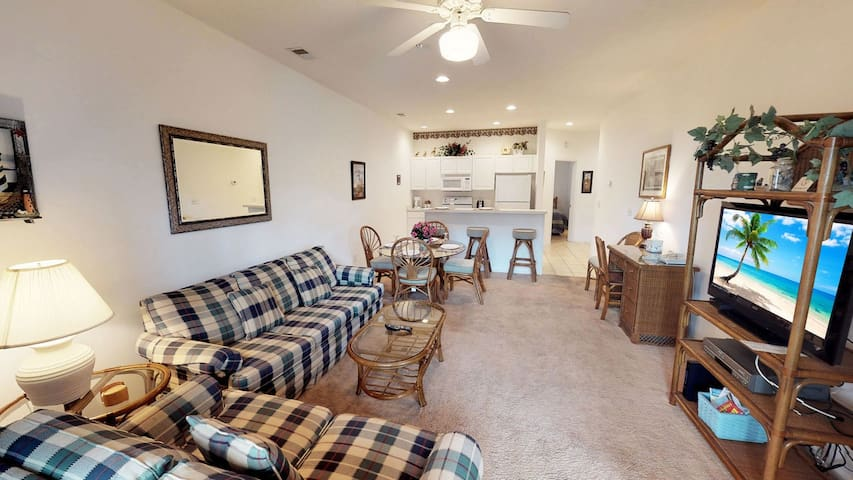 Relaxing Champions First floor Condo with Golf Course View & < 1.5 mi to beach