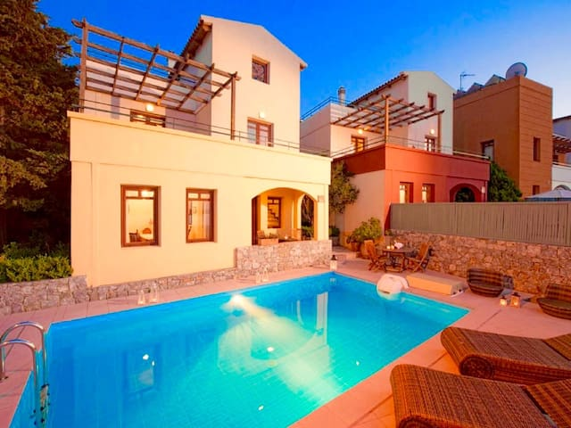 Villa Aphrodite with private swimming pool