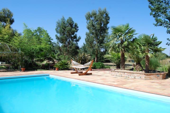 Corps de ferme ; piscine ; parc arboré ; étang - Lherm - Casa
