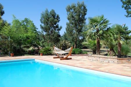 Corps de ferme ; piscine ; parc arboré ; étang - Lherm