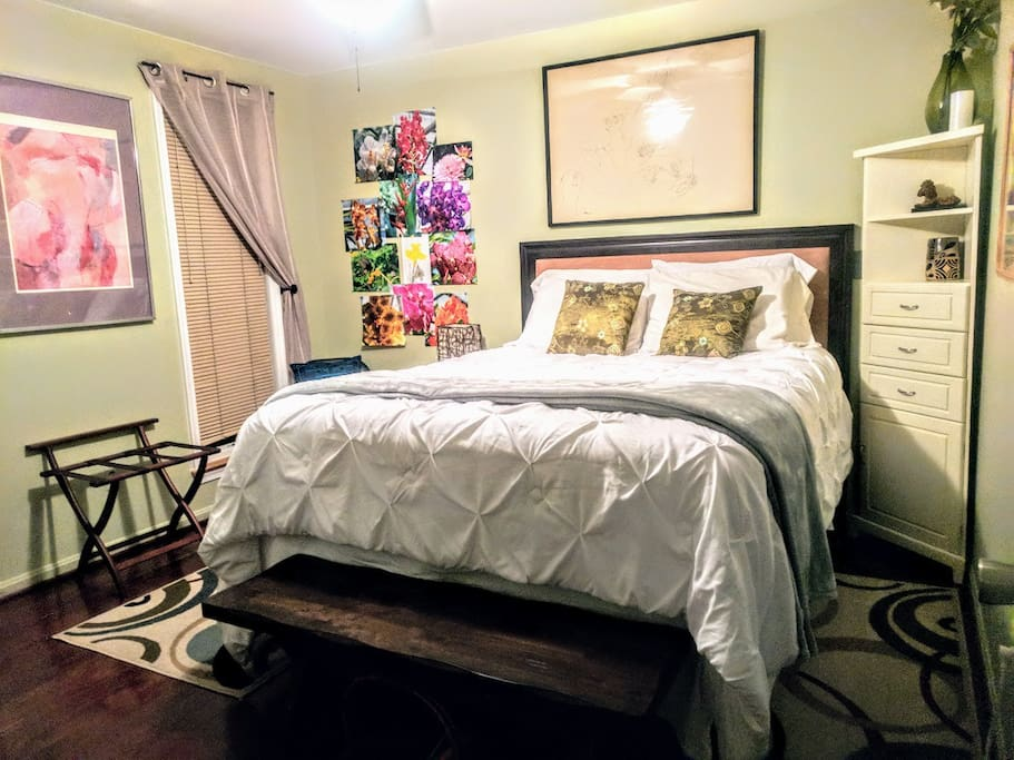 Fall 2017- Private bedroom and bathroom- all yours. Queen bed with pillow top mattress, large windows overlooking backyard, large closet, smart/Internet TV and mini fridge.