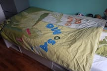 Childrens room with 200 cm bed