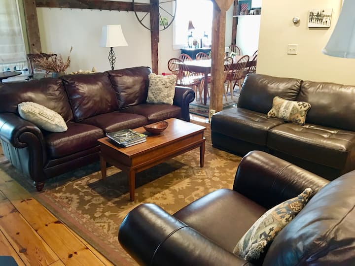 Historic BARN guesthouse-close to Sunday River