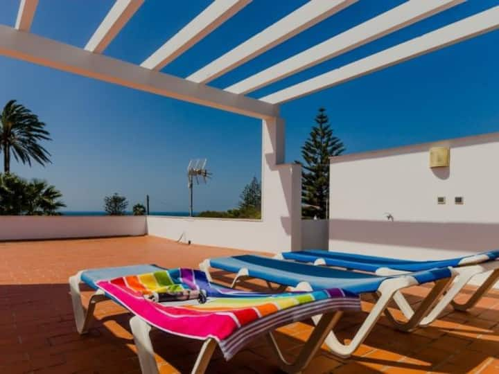 Villa Roqueo Beach. Sea view roof terrace