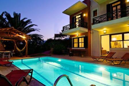 Avra villa with an amazing pool with sea view - Episkopi, Rethymno - วิลล่า