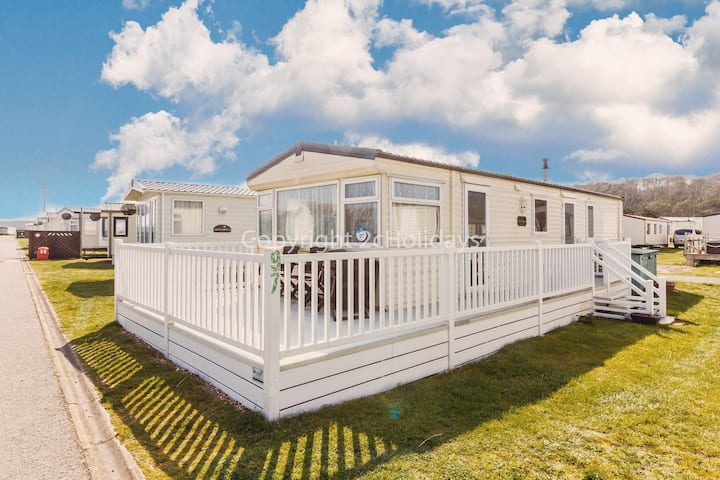 Great dog friendly caravan by the beach at North Denes in Suffolk ref 40097ND