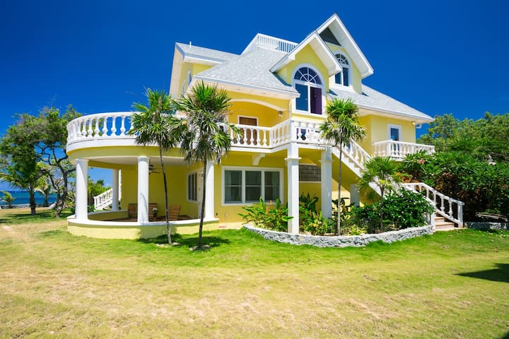 Perched on the point, sea breeze, views, sunsets!