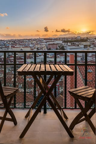 Front windows/balcony give a panoramic view over Lisbon