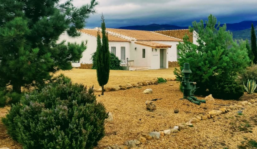 Casa Con Vistas (Rural Spanish Apartment)