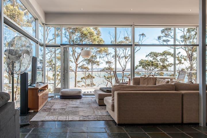 Baragoola Retreat - Luxury Waterfront Property
