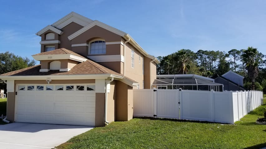 South Facing Pool Home! 5 Miles from Disney