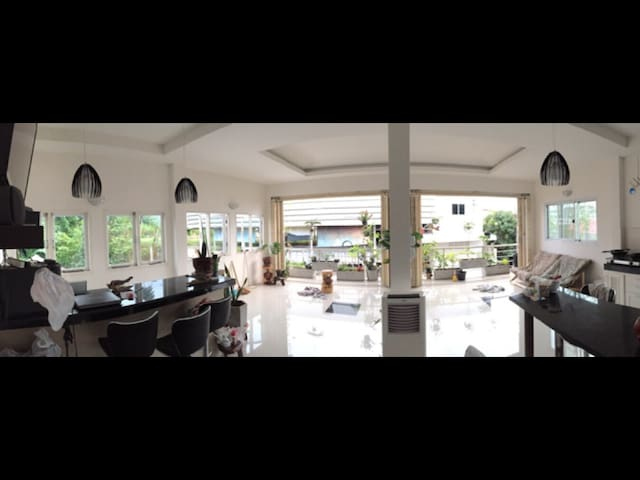 Dutch bed and breakfast,Suratthani