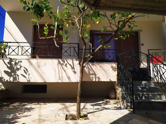 Del Mare Apartment Mikros Gialos