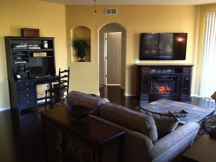 Cozy living room with desk, electric fireplace with heater, 60' Vizio Smart HDTV