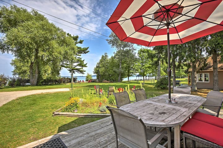 NEW! 'Manitou Cottage' 5BR Suttons Bay Cottage!