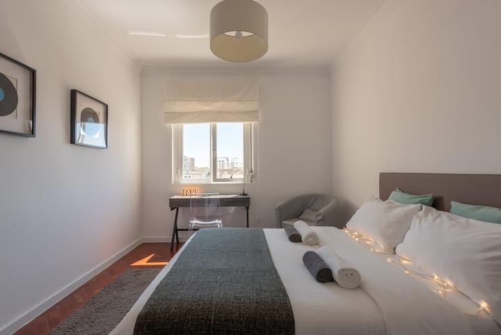 Luminous Bedroom (Intendente/Graça)