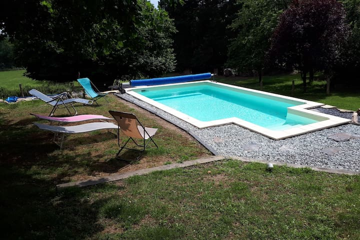 Maison independante avec piscine et animaux