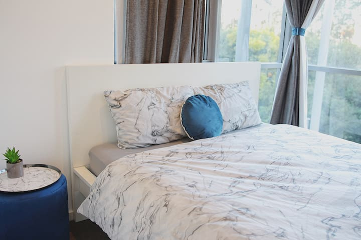 Cozy bedroom/ Close to Airport, CBD and Beaches