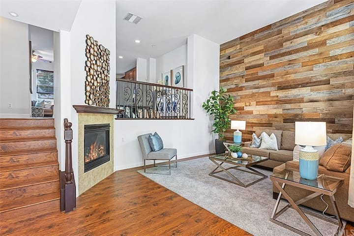 Charming Townhouse in Peaceful OC Community