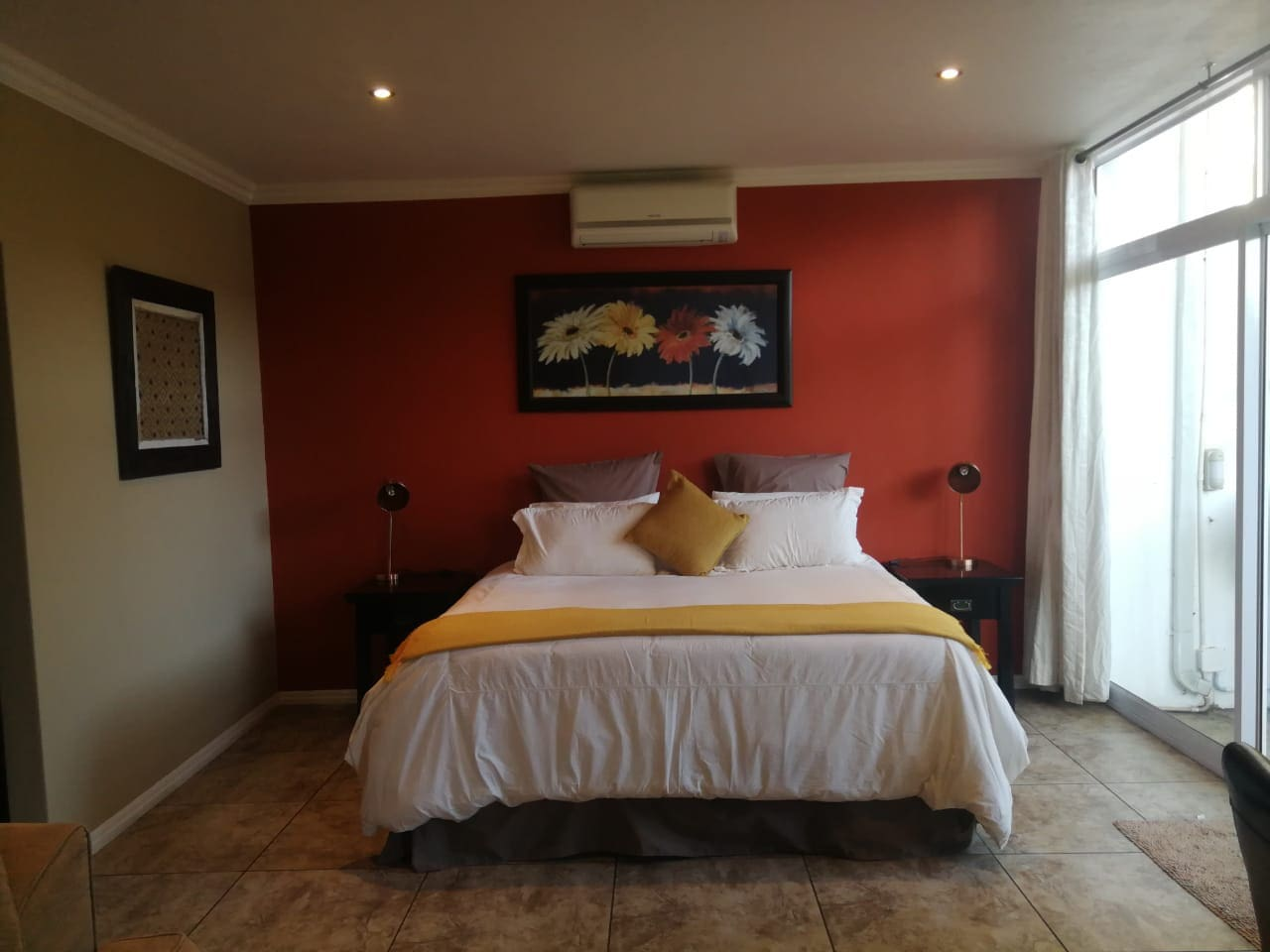 Guests will have a luxurious nights rest on a Kingsize bed with the highest quality Egyptian cotton linen, a down duvet and soft and hard pillows for you to choose from.