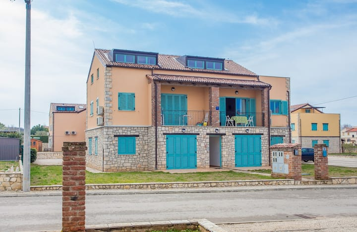 Apartment Tia with Balcony in Resort Gedici with Shared Pool