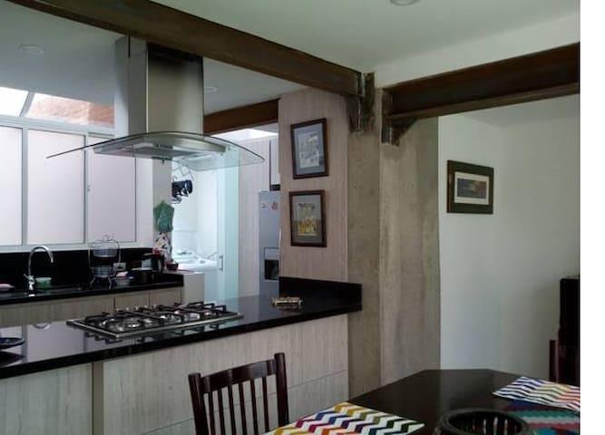 Confortable habitación, zona norte, residencial. - Bogotá - Lejlighed