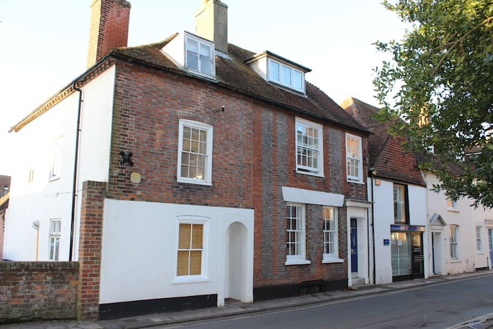 Central Chichester 3 storey Town House and parking - Chichester