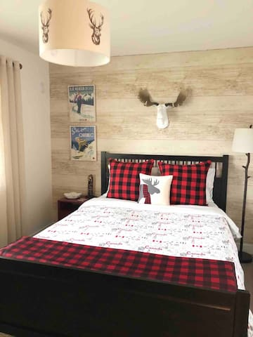 Canadian themed room with a queen bed.