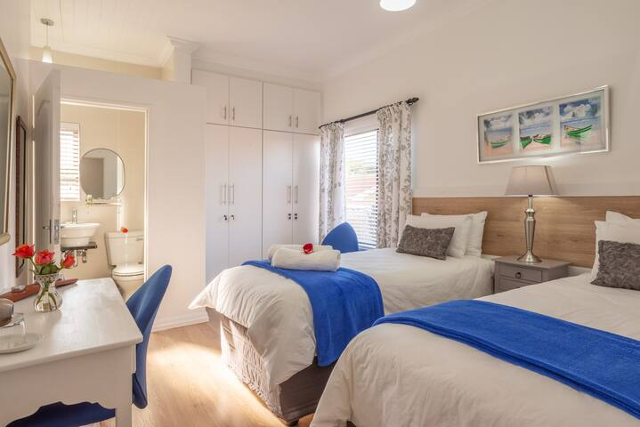2nd Bedroom with 2 x Extra length Single beds