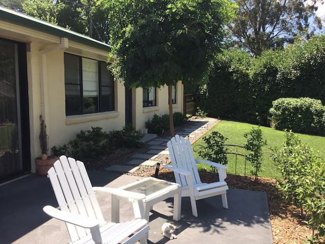 Garden Oasis (2 queen beds) - Mittagong