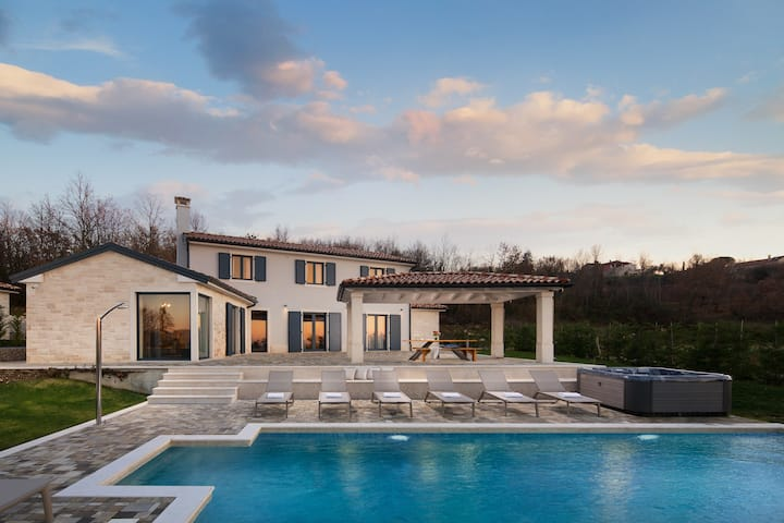 Charming Villa Edoardo with a pool and a jacuzzi