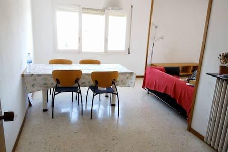 Habitación individual acogedora - Sabadell