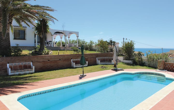 Holiday cottage with 4 bedrooms on 152m² in Las Farolas
