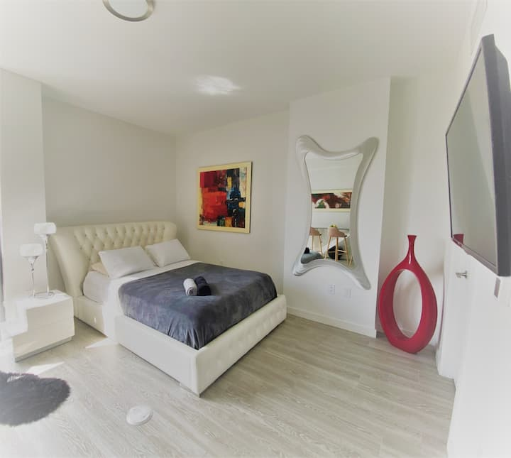 Wynwood Miami | Amazing Studio    Free Parking!