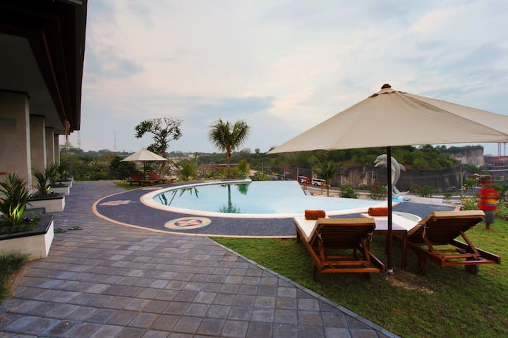 Simple Cheap Delux Room with Pool Access @Pandawa